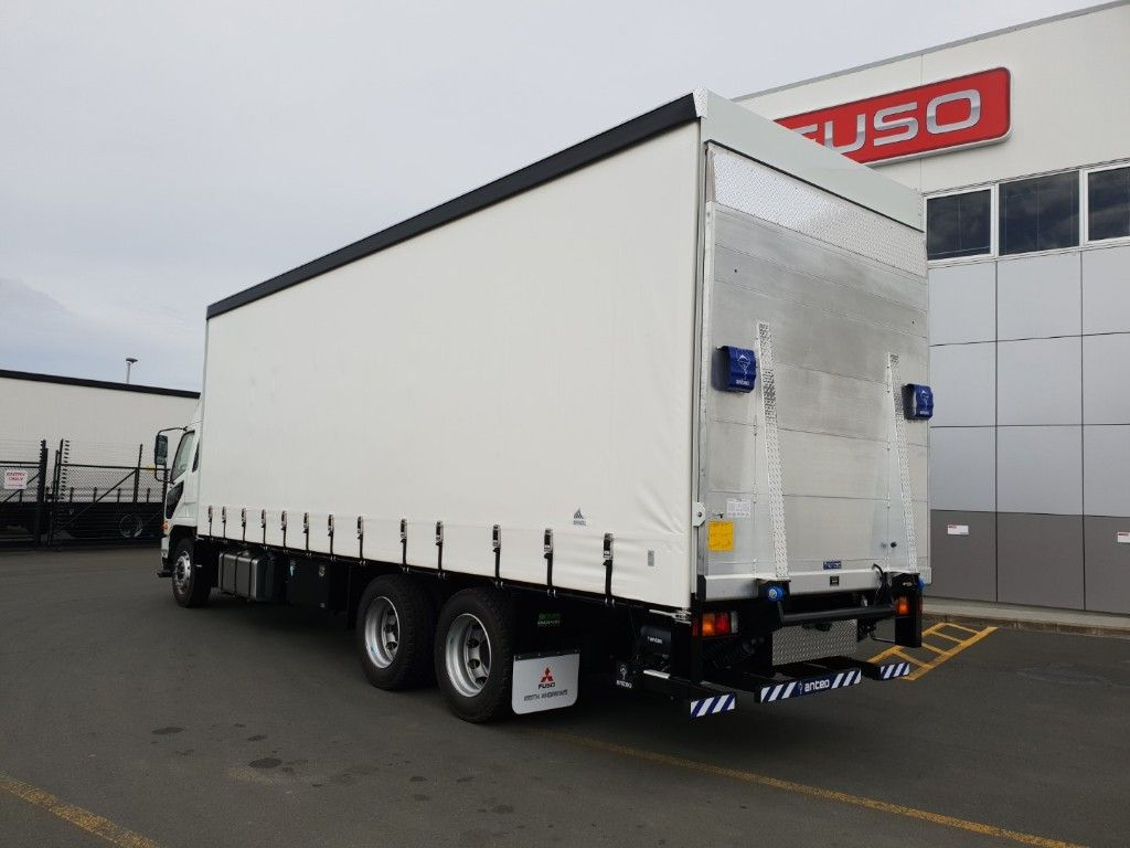 FIGHTER FU2328 KMB CURTAINSIDER